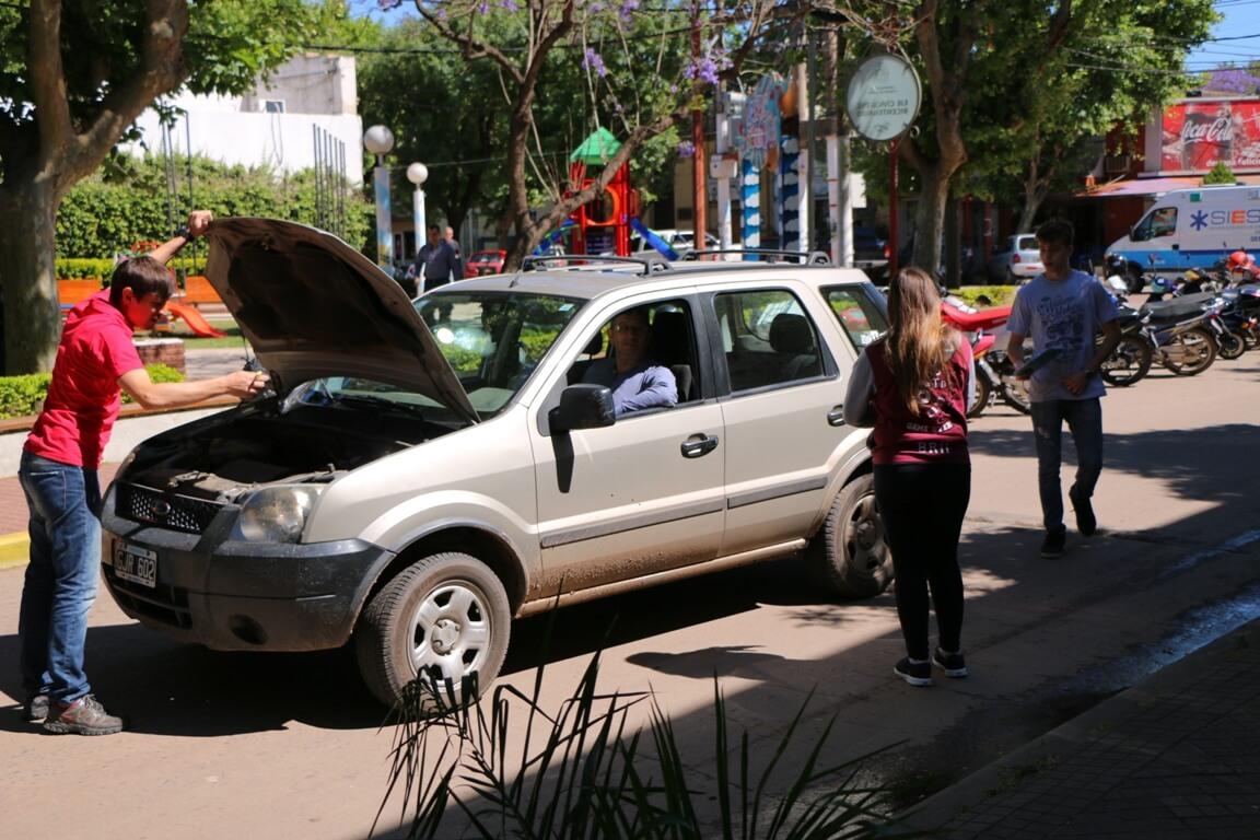 Alumnos de Escuela Técnica realizan inspección ocular de vehículos