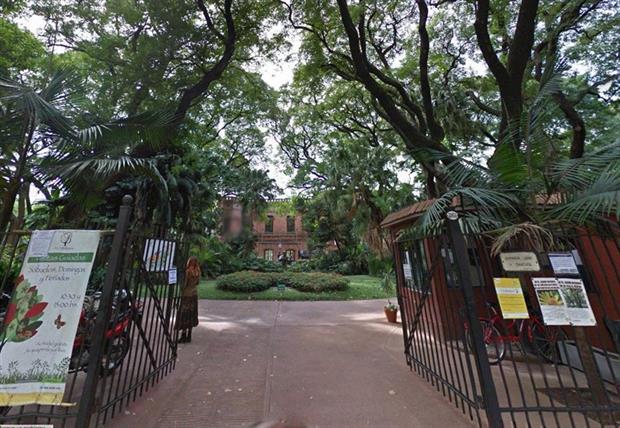 El histórico portón del Botánico sobre la avenida Santa Fe, antes de la obra