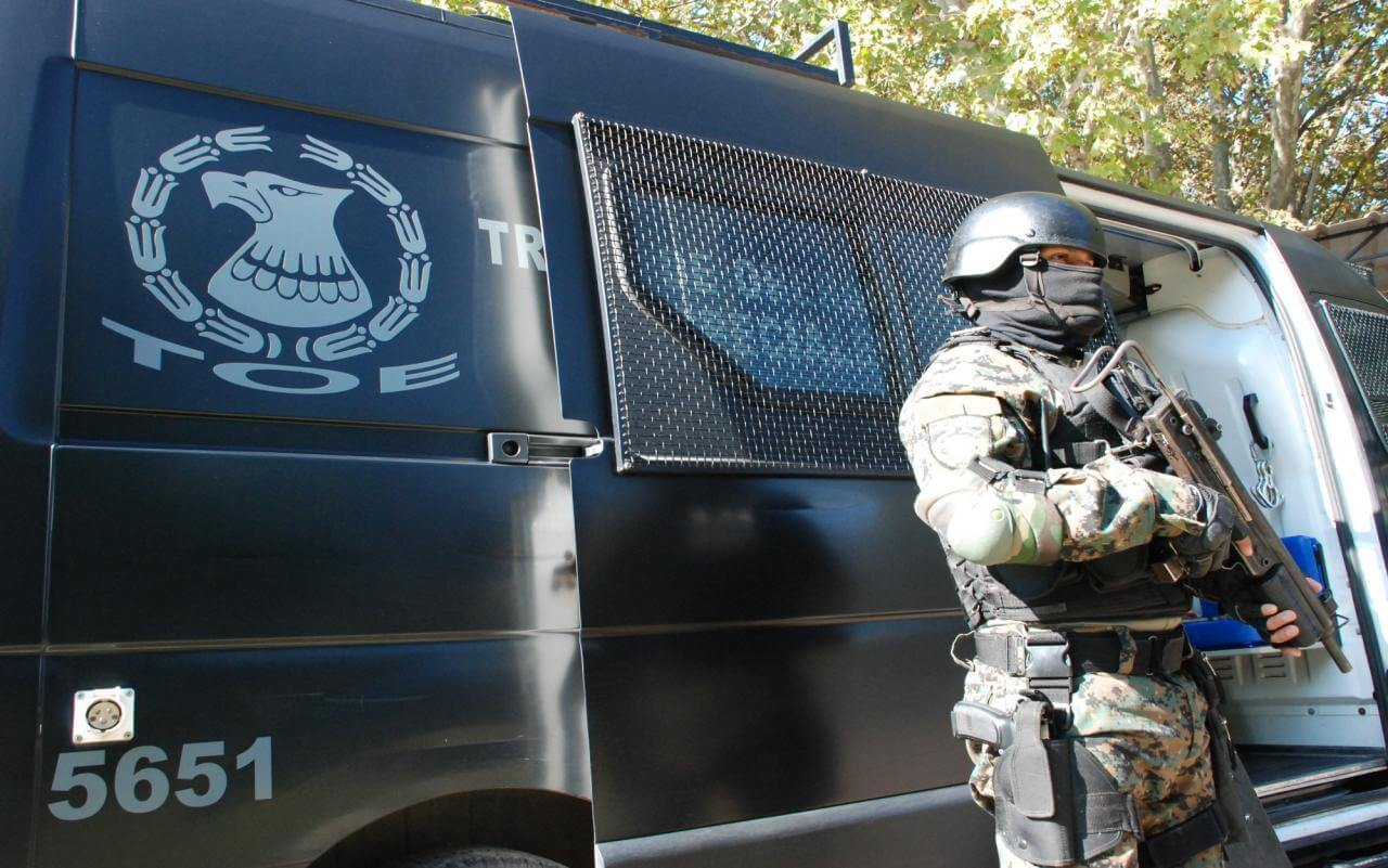 Allanan domicilios de policías investigando robo a Mutual Montes de Oca