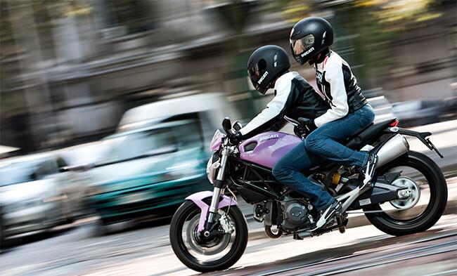 Grave choque - motocicleta y auto