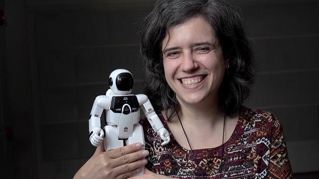 Marcela Riccillo, doctora en Ciencias de la Computación (UBA), señala que la inteligencia artificial puede complementar a la humana como una especie de asistente