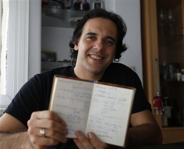 El experto en tecnología Alejandro Sewrjugin usa agenda de papel