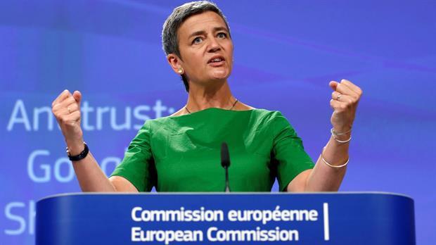 La comisaria de Competencia, Margrethe Vestager, aplicó una multa de 2420 millones de euros a Google, la más grande de su historia