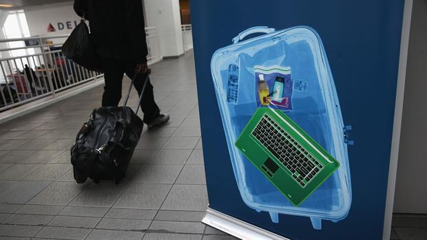 Como otros 279 aeropuertos, Ezeiza deberá incorporar más equipamiento para revisar el equipaje de los vuelos a Estados Unidos