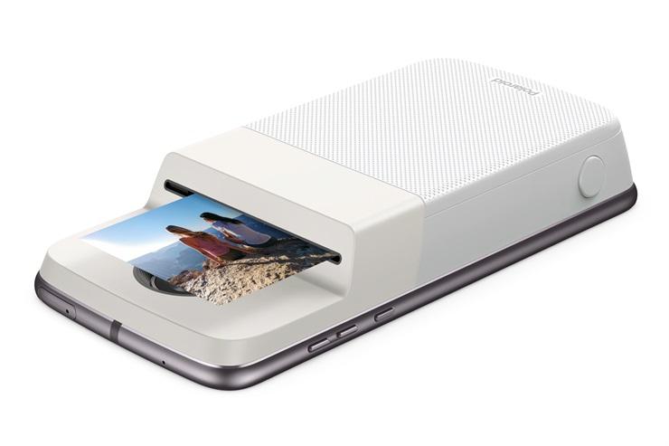El Moto Mod Polaroid Insta-Share en acción