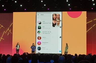 Una de las funciones que tiene el video chat grupal en Instagram es que se puede minimizar para seguir usando la aplicación